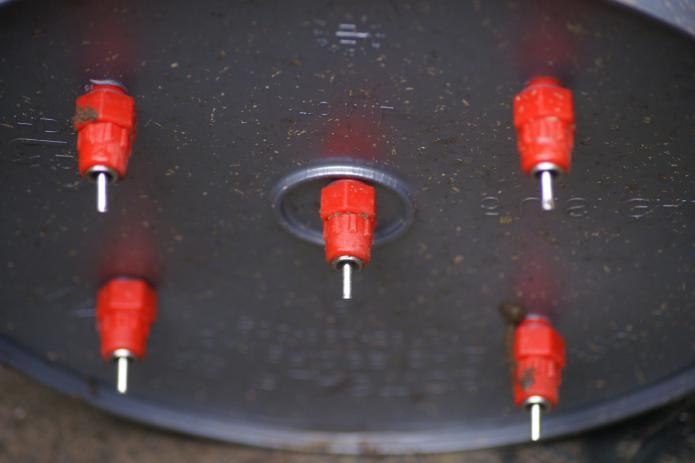 Как изготовить ниппельную поилку для бройлеров своими силами