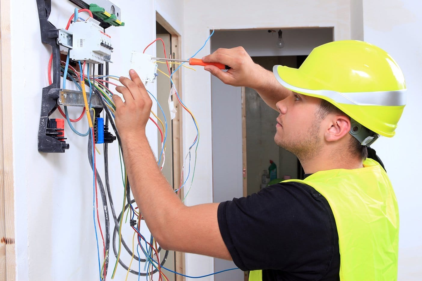 Ремонт электропроводки в доме и квартире