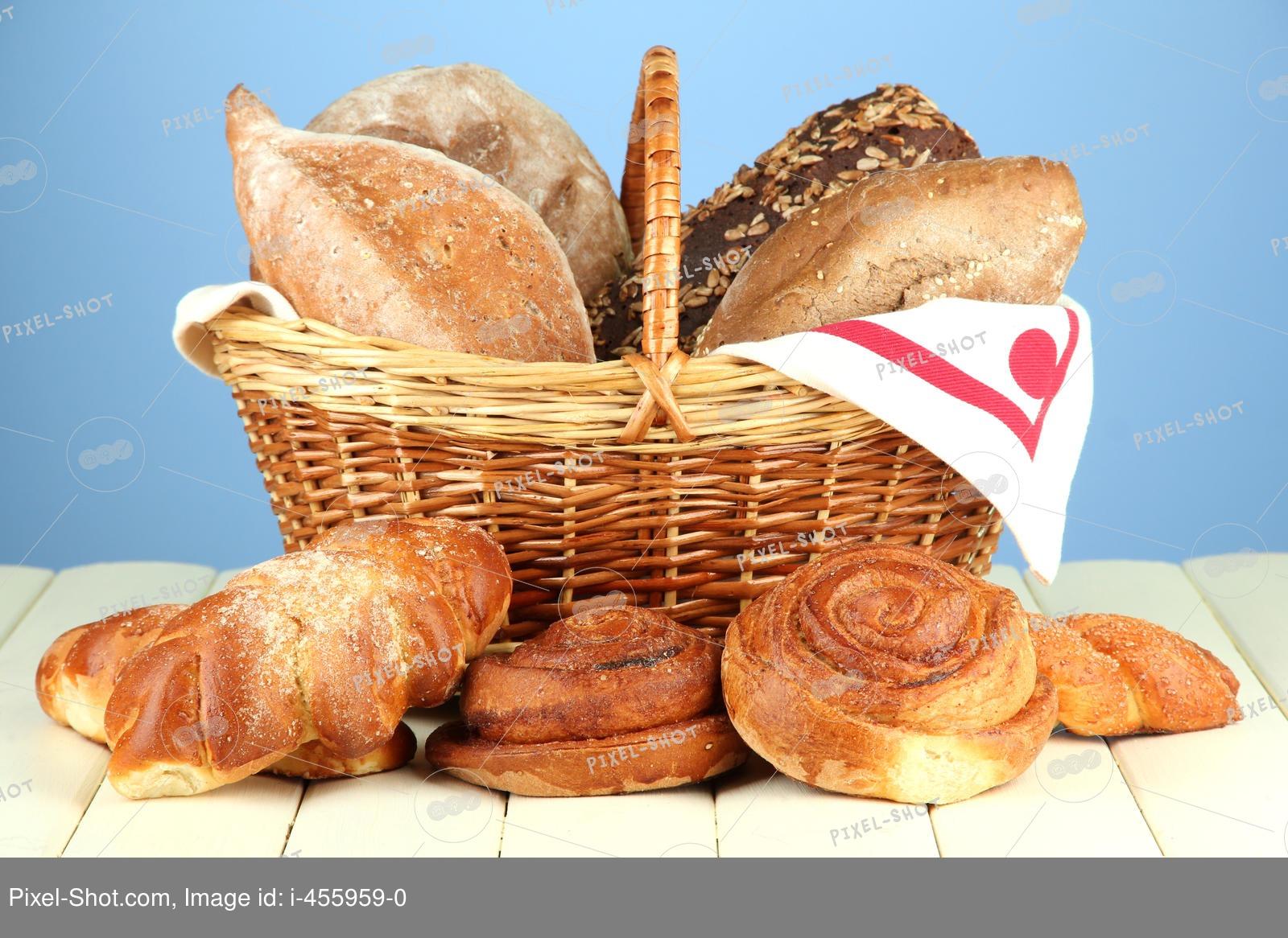 Кормление кур хлебом – как правильно давать булки и батоны?