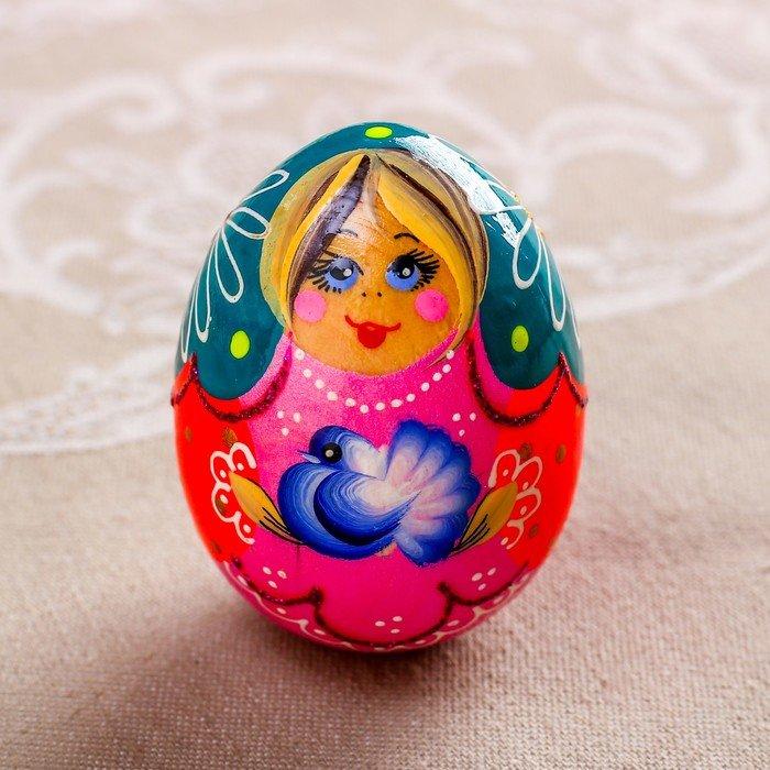Яйцо матрешка и яйцо в форме матрешки: подарок от несушки