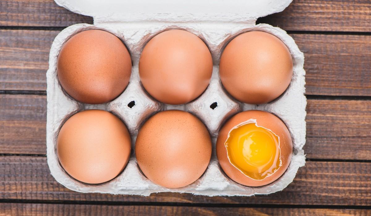 Можно ли замораживать сырые куриные яйца впрок и как это правильно сделать?